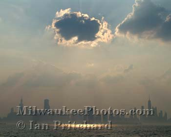 Photograph of Chicgo Skyline from www.MilwaukeePhotos.com (C) Ian Pritchard