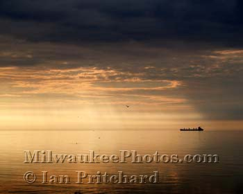 Photograph of Dawn Boat from www.MilwaukeePhotos.com (C) Ian Pritchard