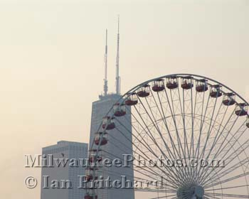 Photograph of Hancock Ferris Wheel from www.MilwaukeePhotos.com (C) Ian Pritchard