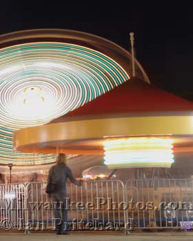Photograph of Mother and WhirlyRide from www.MilwaukeePhotos.com (C) Ian Pritchard