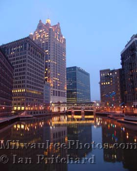 Photograph of River at Night from www.MilwaukeePhotos.com (C) Ian Pritchard