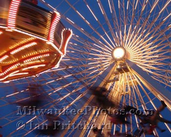 Photograph of Swing Ride from www.MilwaukeePhotos.com (C) Ian Pritchard